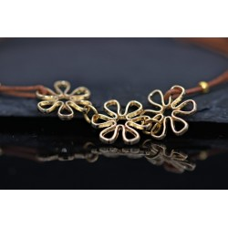 Leder Armband mit goldenen Blumen - modern