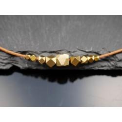 Leder Kette mit eckigen Perlen - geometrisch - gold